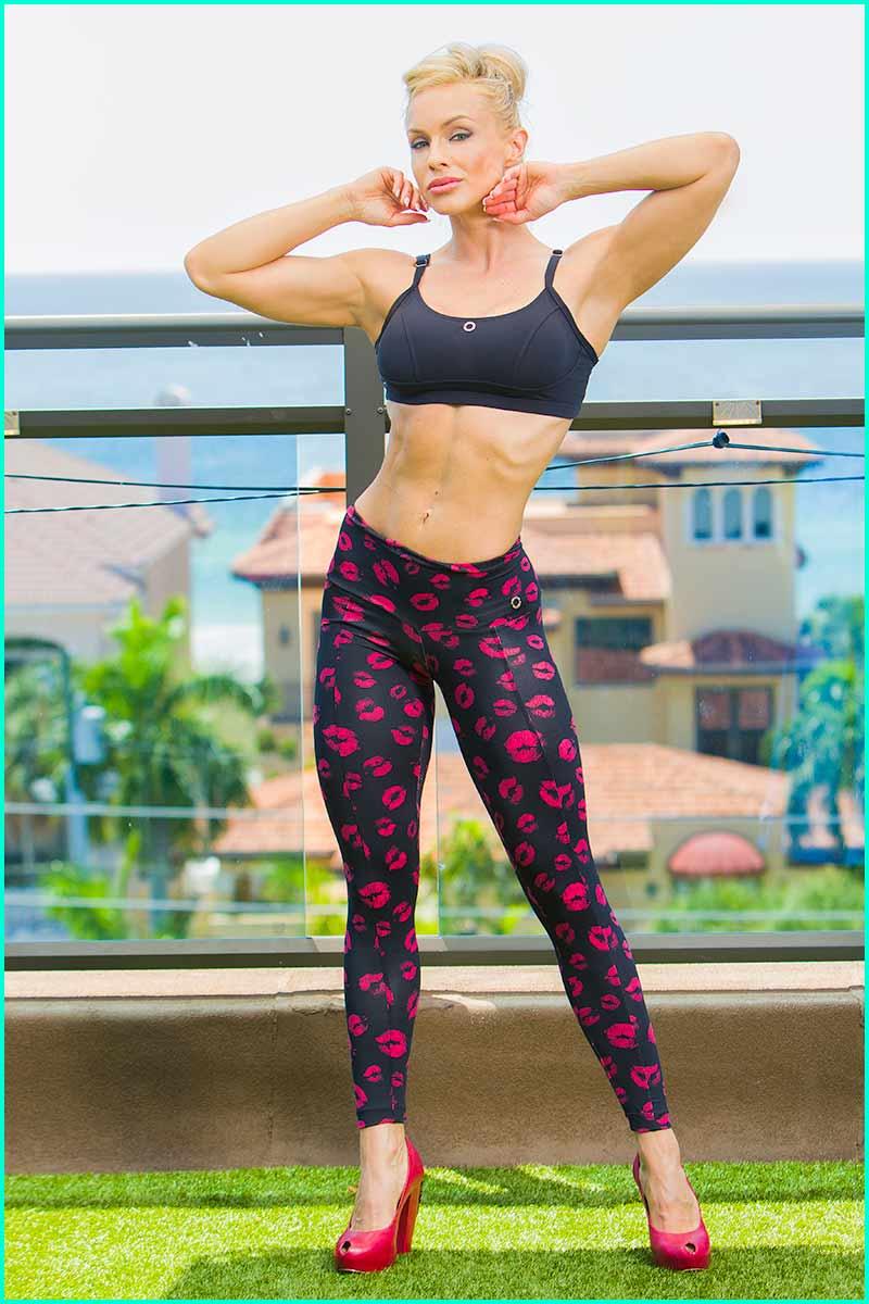 Hot milf in leggings